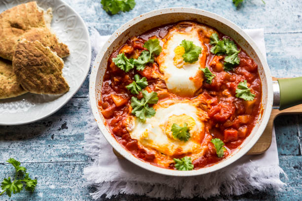 Bell pepper Shakshouka with naan:スマホ壁紙(壁紙.com)