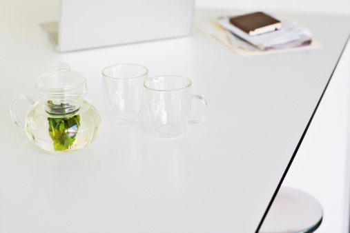 Teapot「Glass teapot and two cups」:スマホ壁紙(0)