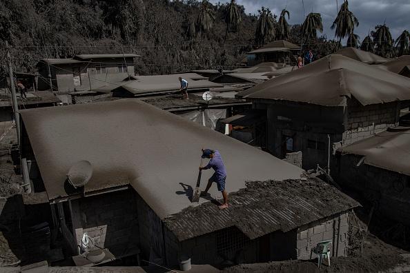 Volcano「Taal Volcano Erupts In The Philippines」:写真・画像(8)[壁紙.com]