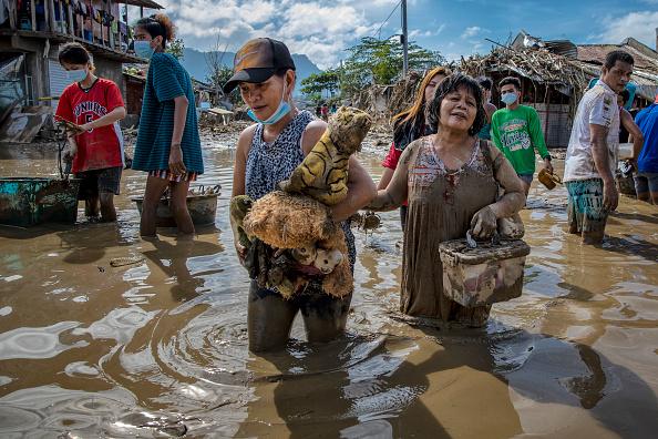 Ezra Acayan「Residents Return In The Aftermath Of Typhoon Vamco」:写真・画像(8)[壁紙.com]