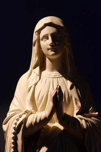 Praying「Virgin Mary statue」:スマホ壁紙(15)