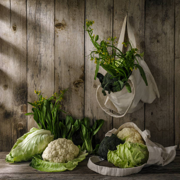 Green leafy vegetables in a natural cotton reusable bag hanging from a hook on an old weathered wooden plank wall.:スマホ壁紙(壁紙.com)