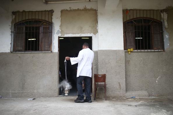 Religious Mass「Easter Celebrated In Brazil Shanty Town」:写真・画像(13)[壁紙.com]