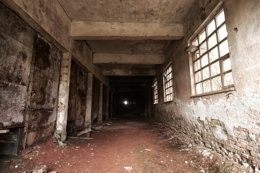 Basement「Spooky corridor ending in darkness」:スマホ壁紙(3)