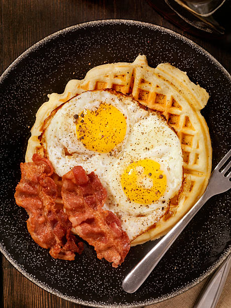 Waffles with Fried Eggs and Bacon:スマホ壁紙(壁紙.com)