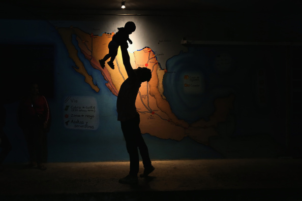 Central America「Central American Migrants Attempt Arduous Voyage Thru Mexico To U.S.」:写真・画像(6)[壁紙.com]