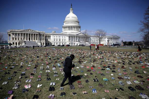 Activists Display Thousands Of Shoes At U.S. Capitol Symbolizing Gun Violence Against Children:ニュース(壁紙.com)