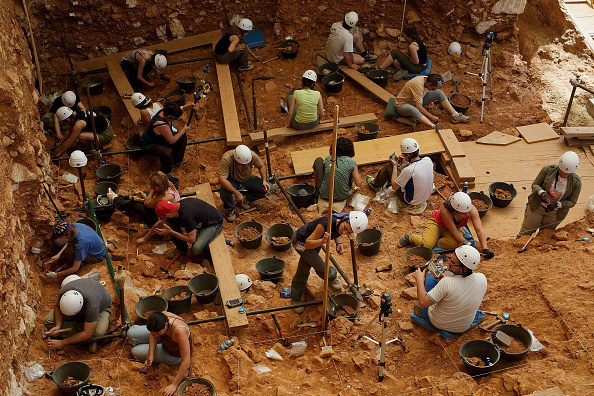 Archaeology「Works at Atapuerca Archeological Site」:写真・画像(2)[壁紙.com]