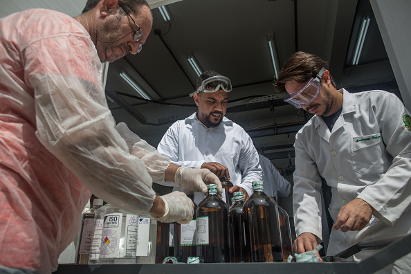 Brasilia「Rio de Janeiro Federal University (UFRJ) Researchers Make 70% Alcohol to Help the Production of Hand Sanitizers Due to the Coronavirus (COVID - 19) Pandemic」:写真・画像(0)[壁紙.com]