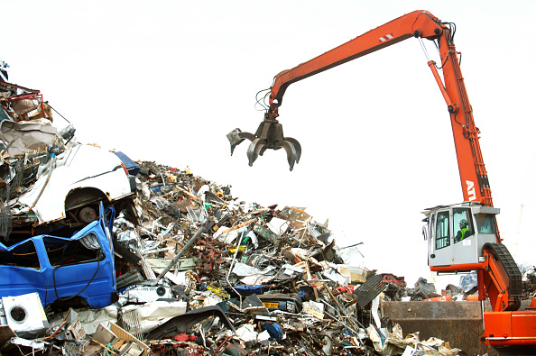 Animal Body Part「Mechanical loader with a grappling arm at a metal recycling facility on the dockside at a port in Newport, South Wales, UK」:写真・画像(5)[壁紙.com]
