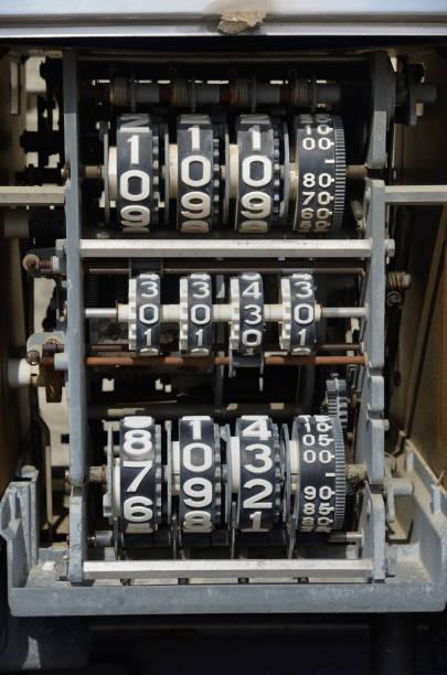 Mechanical Counting Mechanism of Old Petrol Pump, Fuel Pump or Gas Pump:スマホ壁紙(壁紙.com)