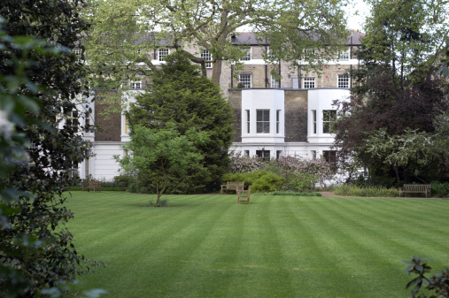 Townhouse「London townhouse front lawn」:スマホ壁紙(15)