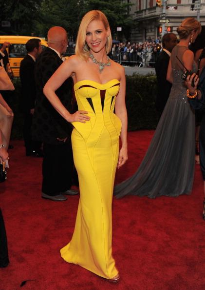 "Yellow Dress「""Schiaparelli And Prada: Impossible Conversations"" Costume Institute Gala」:写真・画像(17)[壁紙.com]"