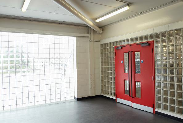 Brick Wall「Glass brickwall in a building」:写真・画像(11)[壁紙.com]