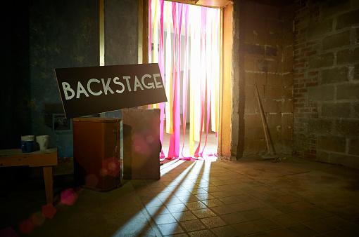 Celebrities「Backstage sign with spotlight through theatre doorway.」:スマホ壁紙(5)