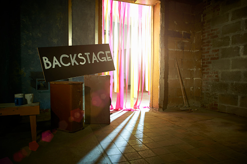 Celebrities「Backstage sign with spotlight through theatre doorway.」:スマホ壁紙(4)