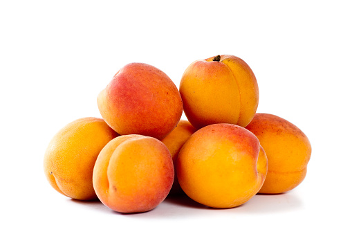 Apricot「A pile of fresh apricots on a white background」:スマホ壁紙(12)