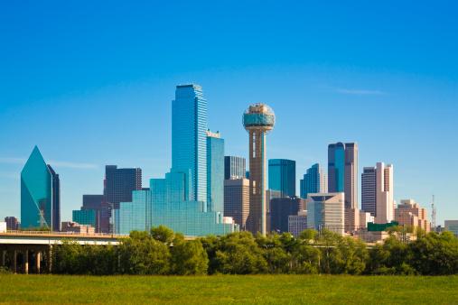 澄んだ空「テキサス州ダラスの街並みの」:スマホ壁紙(2)