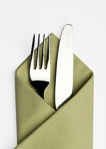 Serrated「Knife and fork in a green napkin」:スマホ壁紙(8)