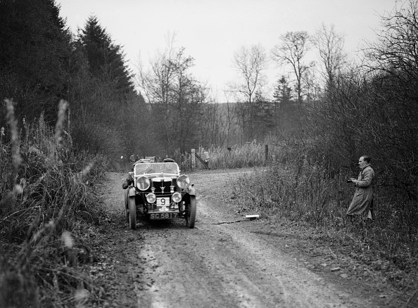 Country Road「1929 MG M type competing in the Great West Motor Club Thatcher Trophy, 1938」:写真・画像(19)[壁紙.com]