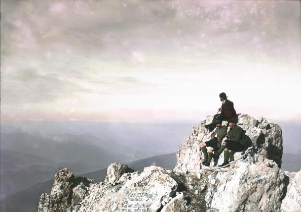 Dachstein Mountains「Dachstein: break on the summit. Salzkammergut. Hand-colored lantern slide. 1904.」:写真・画像(4)[壁紙.com]