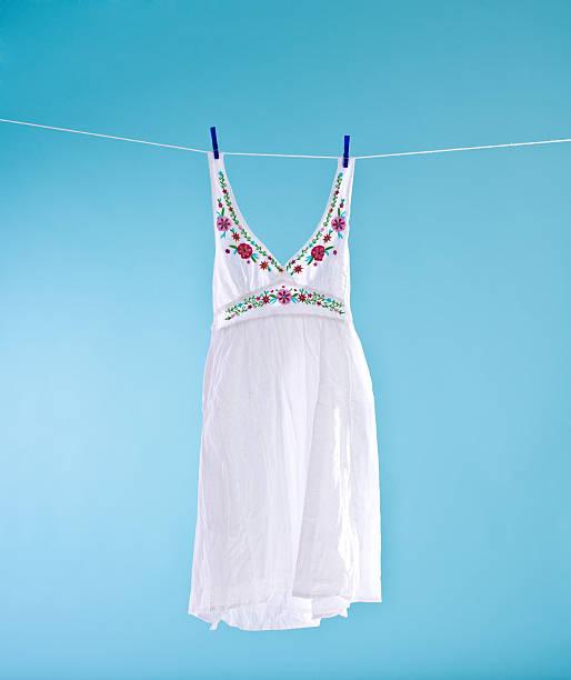 White dress:スマホ壁紙(壁紙.com)