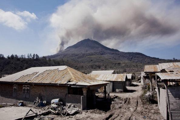 Active Volcano「Villages Left Devastated By Mount Sinabung Eruptions」:写真・画像(13)[壁紙.com]
