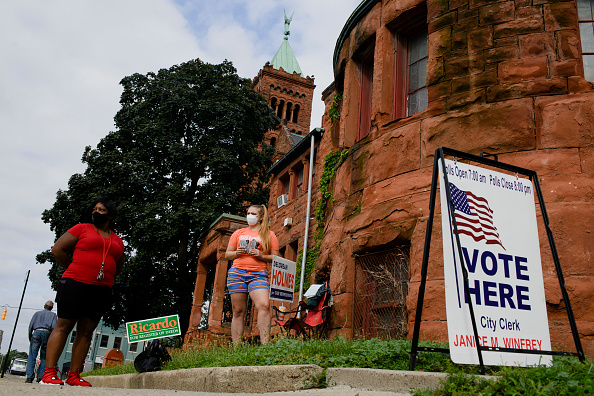 Michigan「Michigan Voters Visit The Polls For State's Primary Election」:写真・画像(3)[壁紙.com]