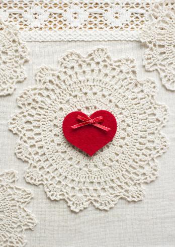 レース模様「Lace and a heart」:スマホ壁紙(15)
