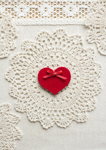 Lace pattern「Lace and a heart」:スマホ壁紙(11)