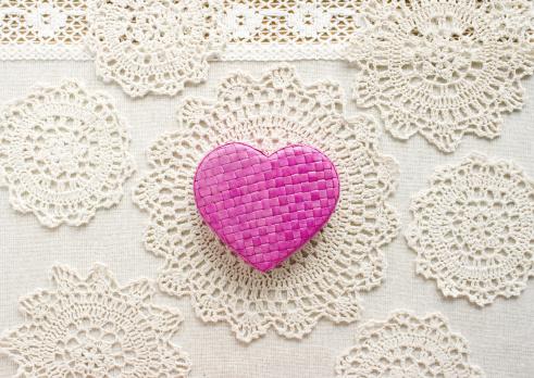 Lace pattern「Lace and a heart」:スマホ壁紙(8)