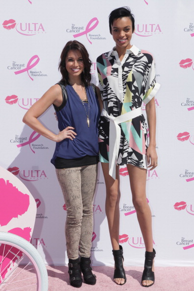 Breast「Melissa Rycroft Hosts The ULTA Beauty Kiss Kart To Support The Breast Cancer Research Foundation In Dallas, TX」:写真・画像(1)[壁紙.com]