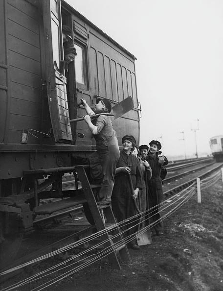 Only Women「Women Railway Workers」:写真・画像(14)[壁紙.com]
