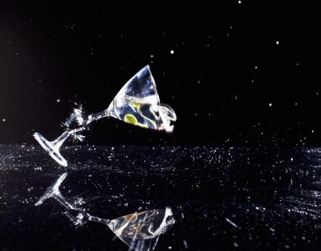 Broken「Martini glass breaking at stem」:スマホ壁紙(13)