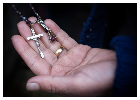 Christianity「Displaced Iraqi Christians Identify Their Most Treasured Material Possession」:写真・画像(8)[壁紙.com]