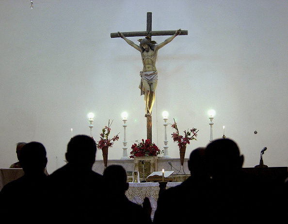 Crucifix「Iraqi Christians Attend Christmas Service」:写真・画像(0)[壁紙.com]