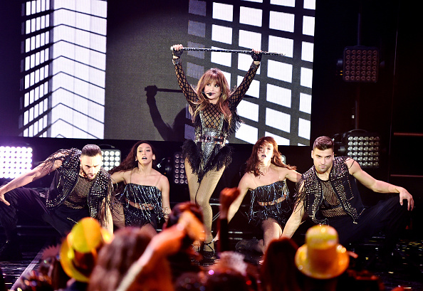 New Year「Dick Clark's New Year's Rockin' Eve with Ryan Seacrest 2020 - Hollywood Party Performances」:写真・画像(17)[壁紙.com]