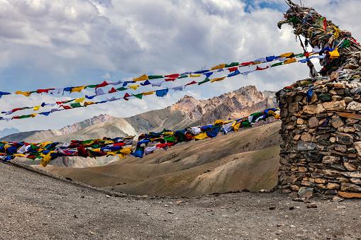 Himalayas「Prayer flags on mountain pass Fotu La Pass,Jammu and Kashmir, Ladakh Region, Tibet,India」:スマホ壁紙(11)