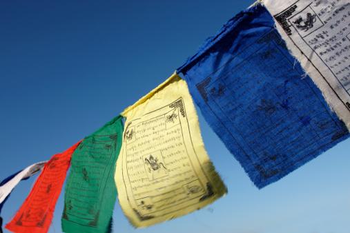 Praying「Prayer Flags in the Breeze」:スマホ壁紙(19)