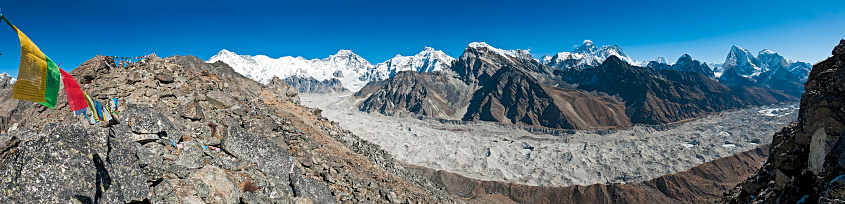 Khumbu「Prayer flags peaks pinnacles panorama Everest summit vista Himalayas Nepal」:スマホ壁紙(11)