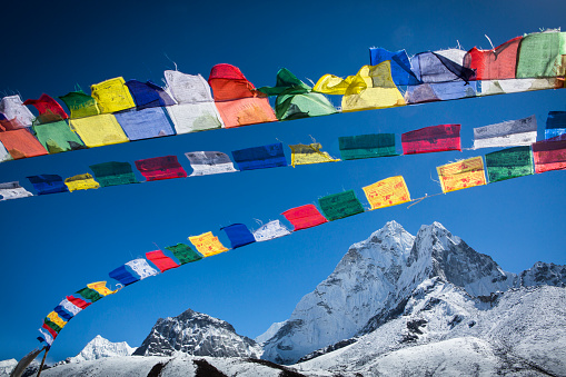 Religion「Prayer flags above Ama Dablam, Himalayas, Khumbu Valley, Nepal」:スマホ壁紙(1)
