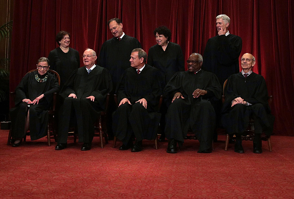 In A Row「U.S. Supreme Court Justices Pose For Formal Portrait」:写真・画像(16)[壁紙.com]