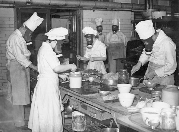 Kitchen「Cooks In Gas Masks」:写真・画像(11)[壁紙.com]