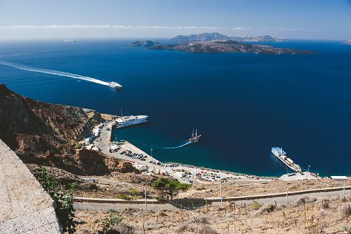 Aegean Sea「Athinios port from above, Santorini」:スマホ壁紙(5)