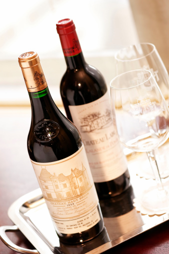 Nouvelle-Aquitaine「Bottles of French red wine」:スマホ壁紙(0)