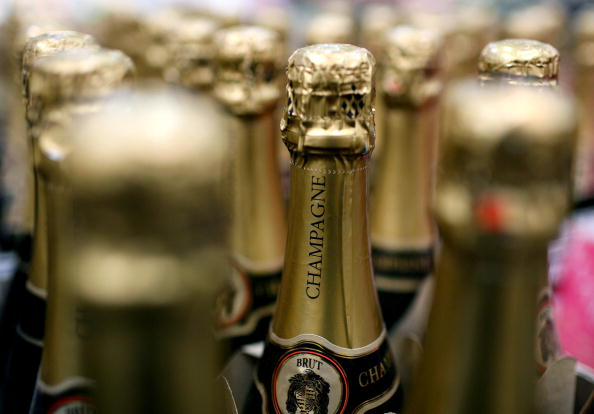 Bottle「Economic Downturn Causes Drop In Champagne Sales」:写真・画像(18)[壁紙.com]