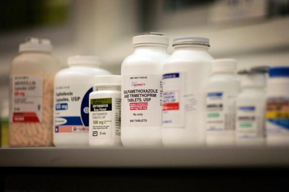 Bottle「Publix First To Offer Free Antibiotics To Customers」:写真・画像(2)[壁紙.com]