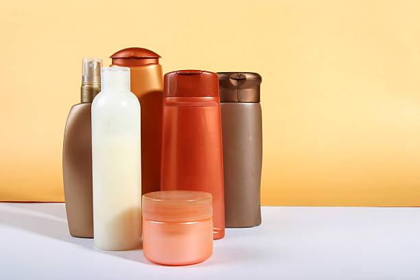 Bottles of cosmetics:スマホ壁紙(壁紙.com)
