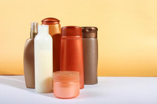 Composition「Bottles of cosmetics」:スマホ壁紙(10)