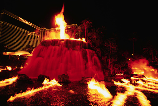 Volcano「Fake Volcano and Flames at the Mirage Hotel」:スマホ壁紙(13)